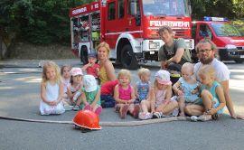 Die Marienkäfer und die Grashüpfer besuchen die Feuerwehr