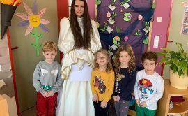 Christkind besucht die Kita